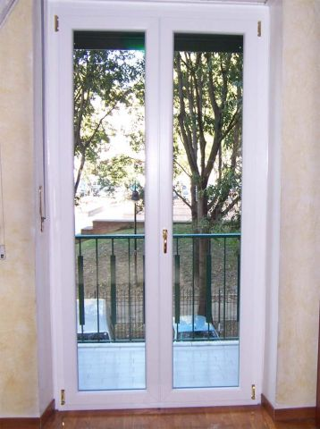 Annunci gratuiti fabbrica porte blindate e infissi roma for Finestre pvc costo